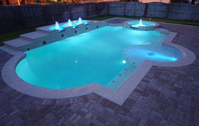 Освещение летнего бассейна